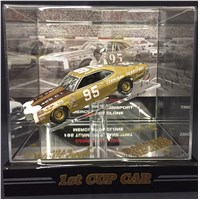 DW's  #95 Terminal Transport Display Case and Diecast