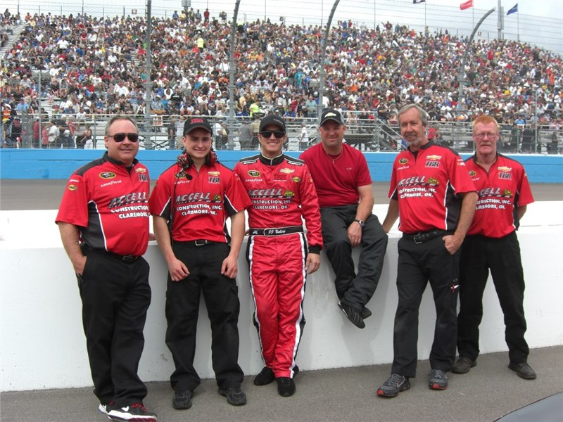 JJ and the #36 TBR crew before the race