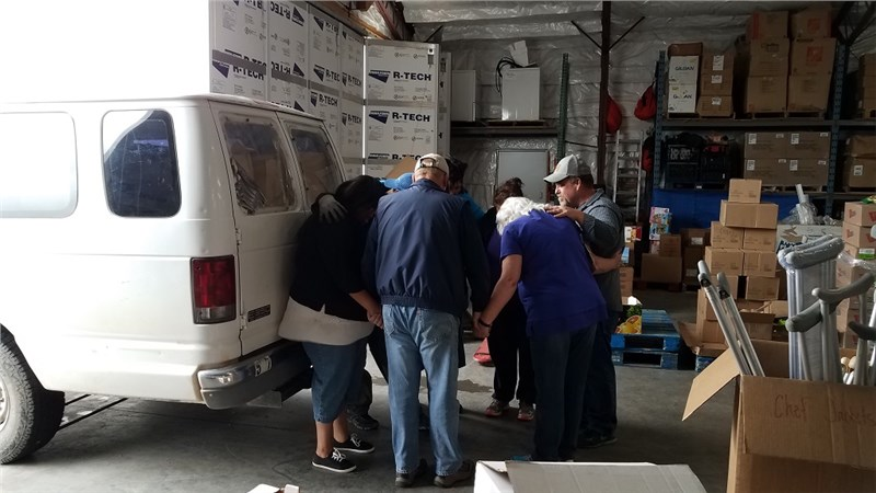 5/9/2019 - San Carlos The Feeding - Van loaded, group praying for safe travels