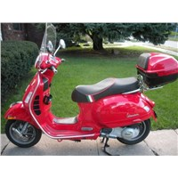 Top Box Vespa GTS, Red 894 - CM273321